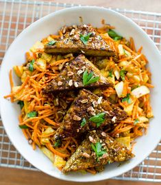 Dinner Recipe: Easy Curried Carrot Slaw w/ Smoky Maple Tempeh Triangles #vegan #recipes #dinner #glutenfree