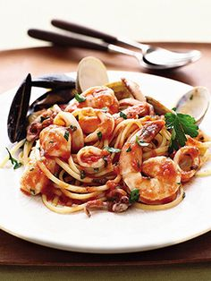 Slimming Superfood Recipe: Linguine ai Frutti di Mare | This lowfat recipe is sure to satisfy—and provide a spicy kick!