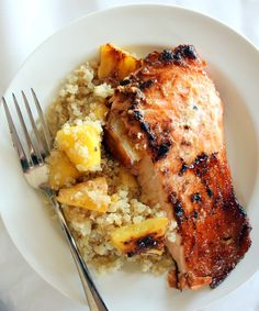 Brown Sugar & Honey Marinated Salmon with Caramelized Pineapple Quinoa | #glutenfree