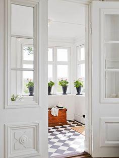 Fresh + simple mudroom // entryway