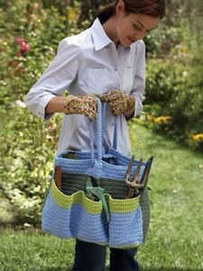 Free crochet pattern for those with a green thumb: Helping Hands Garden Bag
