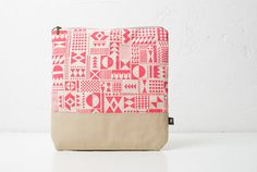neon pink pouch by Coriumi