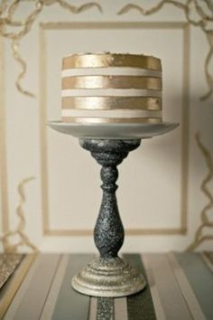{Bridal Cakes} Gold & silver, metallic, glitter, modern, elegant, sophisticated wedding cake #bridal #wedding #weddingcake