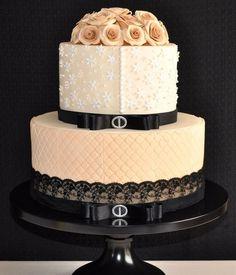 Vintage detail cake