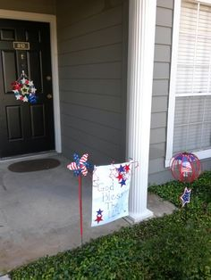 The flag is a clearance priced placemat from Big Lots. The lettering was done with a silver Sharpie marker! Total cost: 1$. diy landscap, craft stuff, memori day4th, juli 4th, holiday happen, porch decor, craft idea, creativ idea