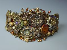 button bracelet: Heidi Kummli artists, vintage buttons, cuff, bead embroideri, heidi kumm, beads, bangles, button bracelet, antiques