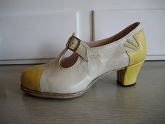 handmade leather shoes from zerkahloostrah, etsy