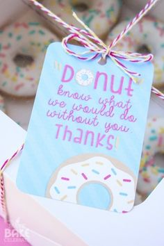 Giving donuts as a thank you gift? Here's a cute FREE PRINTABLE tag to go with! And if you prefer to make your own, here are also recipes to make your own