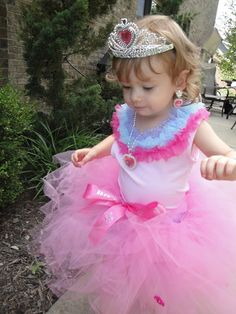 DIY no sew tutu, turns your little girl into a princess!