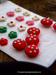 Cupcakes de ciocolata cu crema de vanilie ~ bucatar maniac