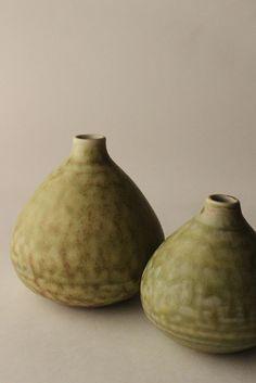 Mayumi Yamashita  #ceramics #pottery (oh what a nice shade of green !)