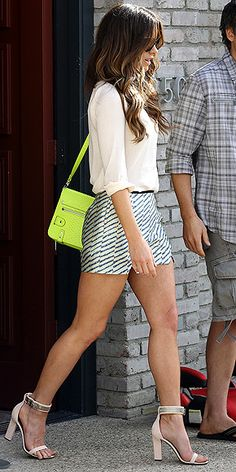 KATE BECKINSALE - neutrals with a pop of neon
