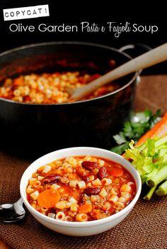 Copycat Olive Garden Pasta e Fagioli Soup.