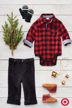 Keep him perfectly plaid from head to toe with this cozy flannel, button-down bodysuit and pants set, and coordinating flannel boots. They're the perfect mix of comfort and style.