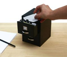 Mini fichero metálico con 2 cajones para tarjetas personales o para guardar cosas. Incluye índice alfabético. Medidas 12x16x13cm. Disponibles en rojo, blanco y negro. CaprichosElementales@gmail.com