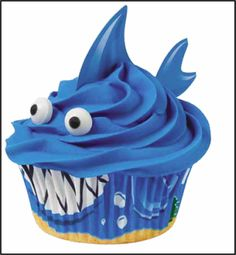 CUTE #Shark cupcake #JoAnn https://www.facebook.com/permalink.php?story_fbid=663874626970027&id=189777271046434 birthday, wilton cake decorating, summer parties, food, apple fritters, shark cupcak, decorating cakes, wilton cakes, shark week