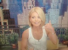 Want this cut! Kelly Ripa Just Debuted a New Haircut on LIVE! You Like?