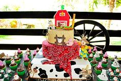 Such cute barn party! Hmm, my boys definitely did not get such cool stuff for their petting zoo/barn themed parties!