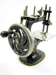 Antique Singer Sewing Machine.