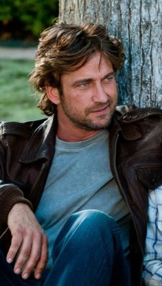 MR. OH SO HOT SEXY VOICE SCOTSMAN Gerard Butler he can be my HIGHLANDER any time...
