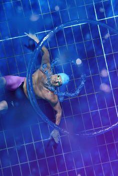 Ryan Lochte making rings! Can you blow underwater rings? #Speedo #LZR2