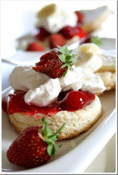 Strawberry and Banana Shortcake Biscuits from @doughmesstic