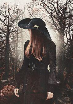Gothik- Kleid und Schleppenhut. Coven! Super cooles Kostüm, oder? :)