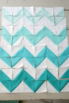 This chevron pattern tutorial makes the concept of triangles so simple for kids of all ages. :) Love that you can use white + any other color, then let them try to match the pattern!