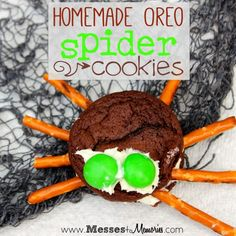 For the past 6 years, we've had a pretty steady tradition of making delicious homemade Spider Oreo Cookies around Halloween time. So when I was thinking of a craft that I wanted to share for the Craft Lightning series, I couldn't think of anything better!