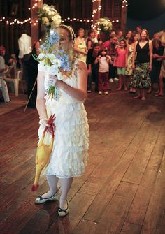 Fake out your guests with a bouquet toss switcheroo
