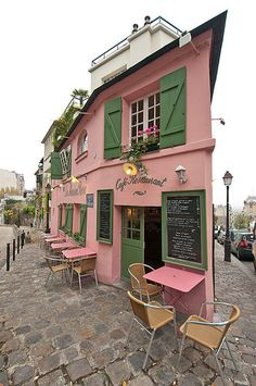 Pink storefront in Paris