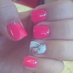 peacock feathers, feather accent, nails peacock feather, nail designs, nail colors, white pink nails, gel nails, white feather nails, shellac nails