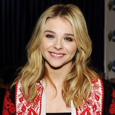 How to Get Chloë Grace Moretz's Effortless Beauty Look from the Teen ChoiceAwards  A soft smoky eye with Votre Vu's Le Joli Crayon in Charbon smudged into the top lash line ... and along the bottom lashes, Le Joli Crayon in Chablis.  Vu-On Rouge in Bouquet Rose for blush and Zone Out T-Zone Shine Eliminator to keep makeup color true.  French Kiss lipstick in Loulou frames her lovely smile.   How to Get Chloë Grace Moretz's Effortless Beauty Look from the Teen ChoiceAwards