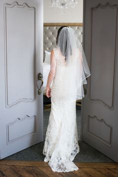 Lace wedding dress: http://www.stylemepretty.com/2014/10/20/library-inspired-wedding-at-the-smog-shoppe/ | Photography: Kaysha Weiner: http://www.kayshaweiner.com/