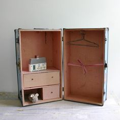 Awesome Vintage Doll Train Case - not just for littles