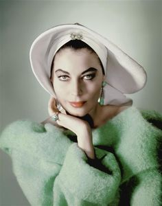 What an arrestingly gorgeous image of Ava Gardner (taken by Sam Lévin). #vintage #actress #fashion #green