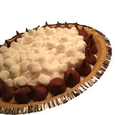 No-Bake S'mores Pie. Just takes 5 ingredients and ready in less than 10 minutes.
