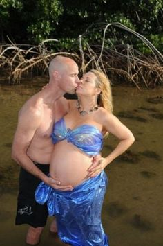 i dont know whats more wrong, getting in that water while pregnant or the fact that she is in a swimsuit made of blue trashbags