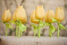Cake Pops - Spring Flowers. Gorgeous favor idea!