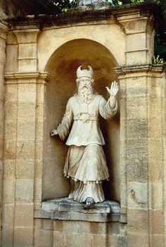 [AIX EN PROVENCE]     Statue in Aix en Provence / Statue à Aix en Provence