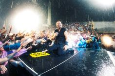 Bruce Rocks Florence In The Rain