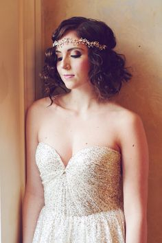 chic short curls, photo by Amy Nicole Photography http://ruffledblog.com/bohemian-luxe-winter-wedding #bridal #hair #beauty