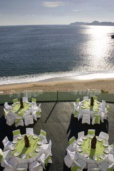 Banquete con vista al mar