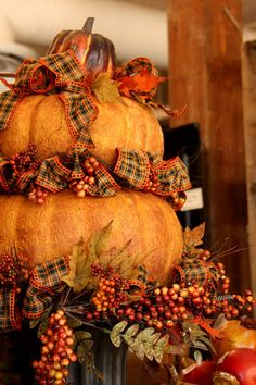 C.B.I.D. HOME DECOR and DESIGN: FALL DECOR: THANKSGIVING TABLE AND HOME DECOR...lots of cute Fall decor on this site.