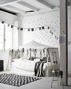 Living with children | Styling: Cleo Scheulderman | Photographer: Alexander van Berge | vtwonen july 2014 #vtwonen #magazine #interior #ikea #junior #bedroom #kura #ullgump #black #white