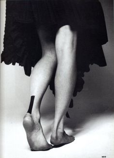 Heel  #fashion #minimal #lines #tattoo  www.facebook.com/...
