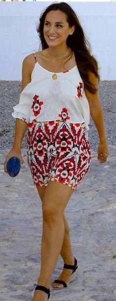 Tamara Falcó, de 32 años, ha vuelto un verano más a Ibiza para disfrutar de unos días de playa. Después también irá a Marbella.