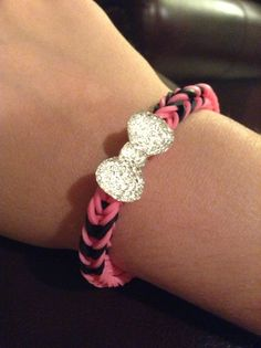 Rubber band bracelet with bow (rainbow loom)