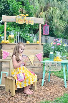 www.facebook.com/meredithleighphotography  Lemonade Stand for Summer!  #summer  #birthday  #lemonade stand  #vintage