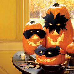 Cute Halloween Masked Pumpkins Tablescape...who were those masked pumpkins?